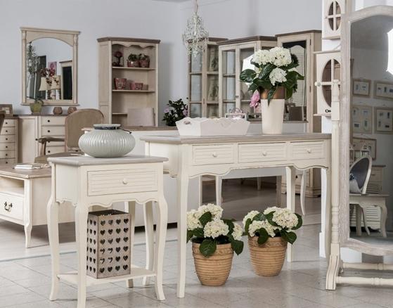 Jedáleň v štýle Provence ľahko vytvoríte romantickým nábytkom s patinou